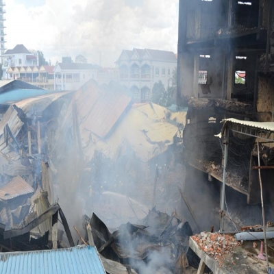 Hun Sen defends firefighters after factory inferno